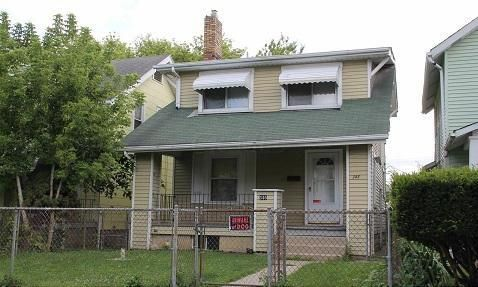 Photo of home for sale at 346 Richardson Avenue S, Columbus OH