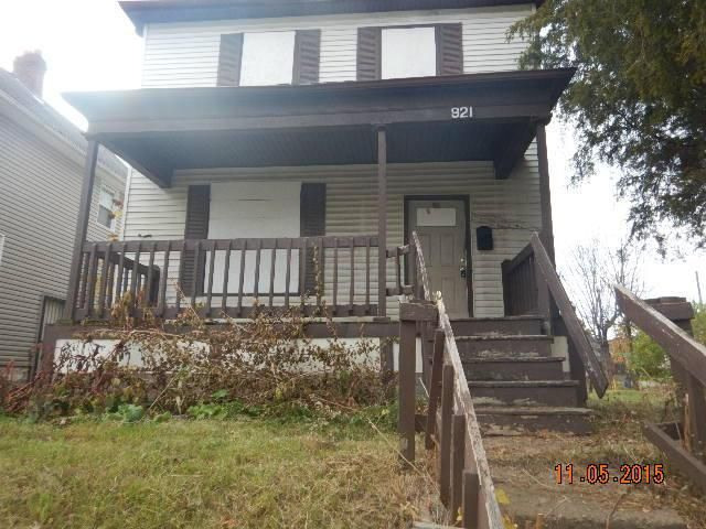 Photo of home for sale at 921 Miller Avenue, Columbus OH