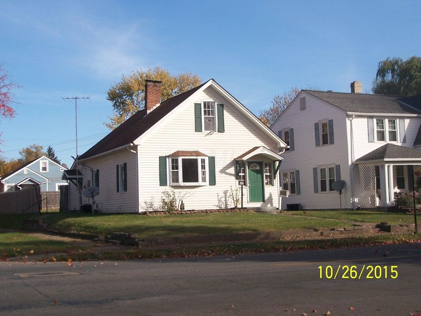 Photo of home for sale at 603 6th Avenue E, Lancaster OH