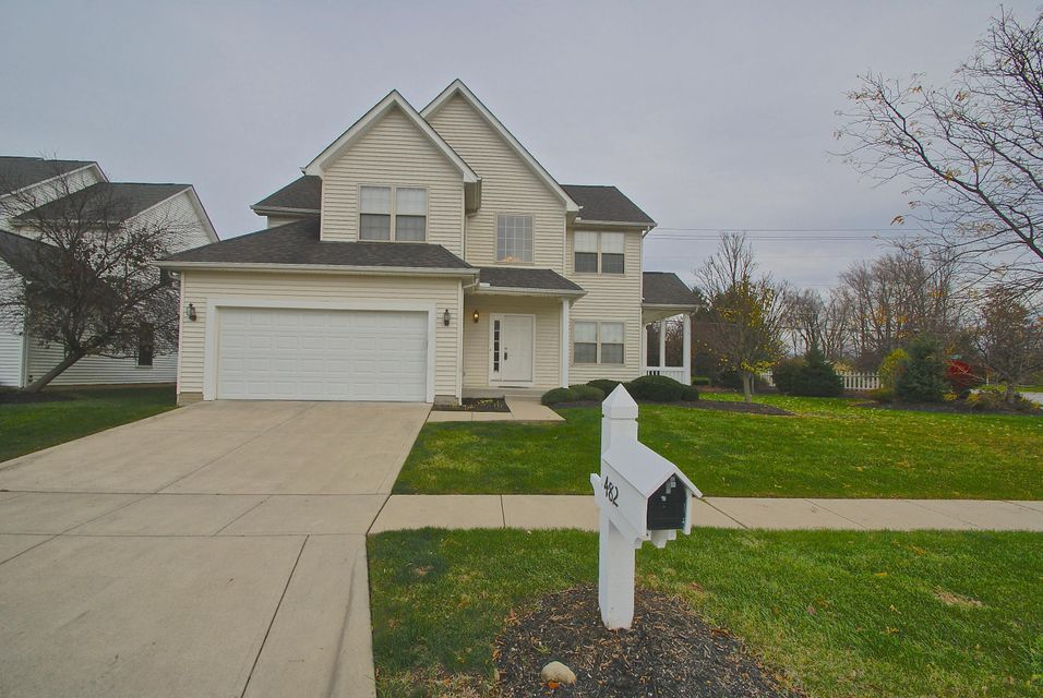 Photo of home for sale at 482 Ivyside Square, Westerville OH