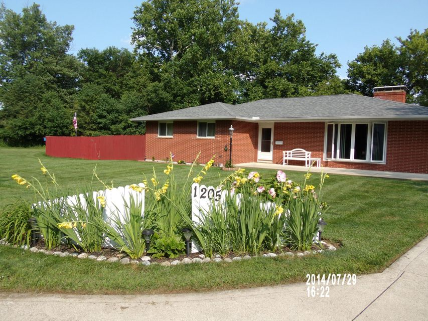 Photo of home for sale at 1205 RICHARDS Road, Newark OH