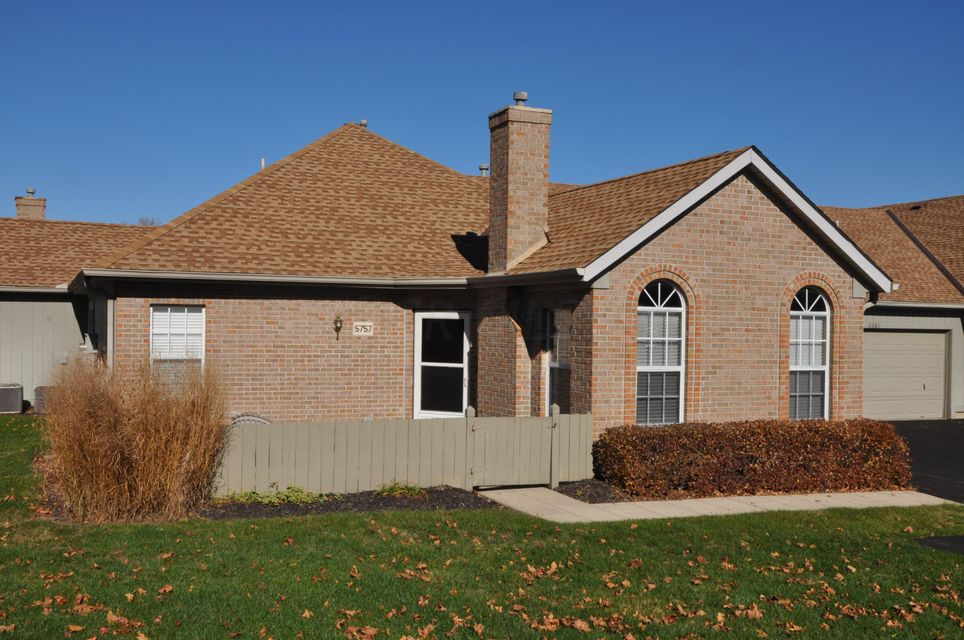 Photo of home for sale at 5757 Willow Lake Drive, Grove City OH