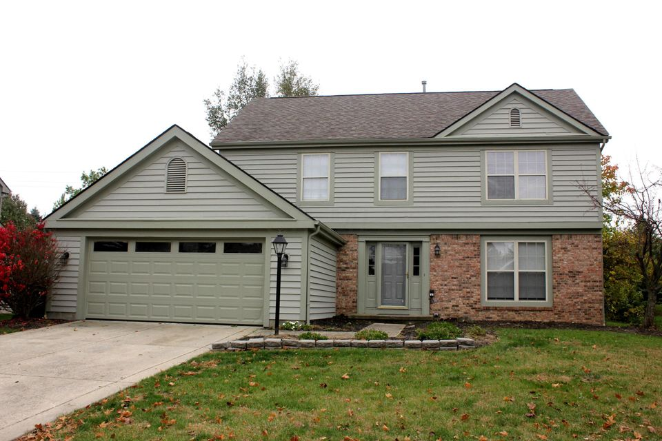 Photo of home for sale at 4830 Sarasota Drive, Hilliard OH
