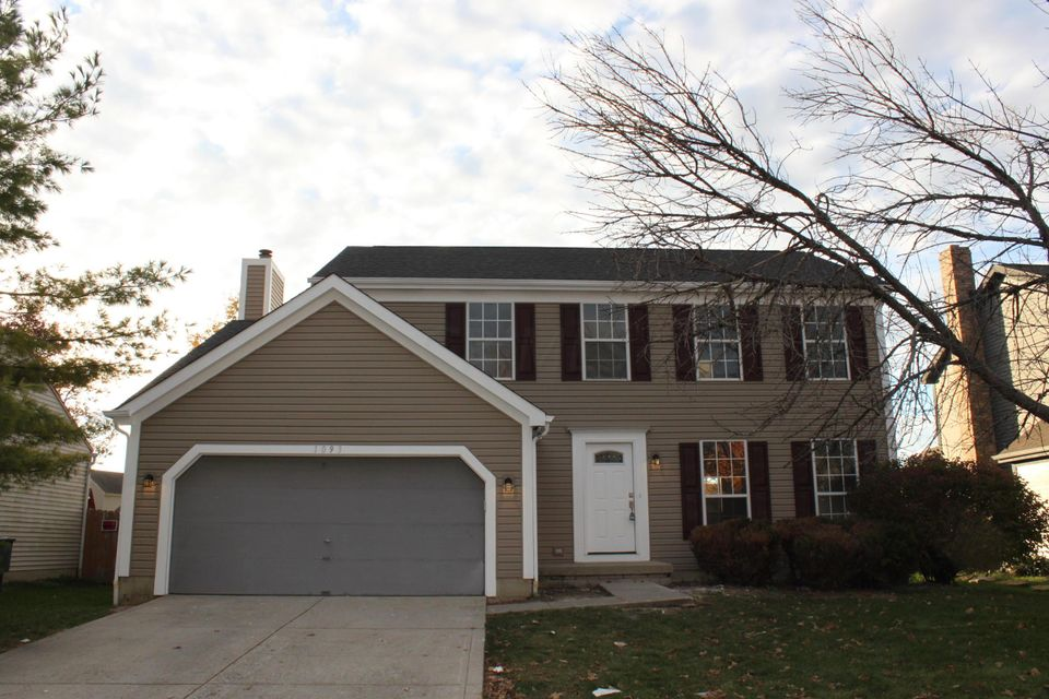 Photo of home for sale at 1093 Beaujolais Place, Galloway OH