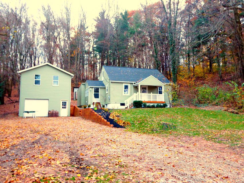 Photo of home for sale at 1405 Coonpath Road NW, Lancaster OH