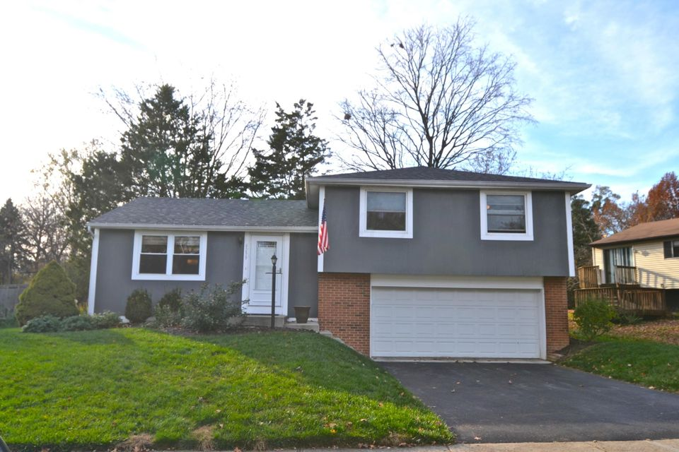 Photo of home for sale at 6299 Rosebay Court, Westerville OH