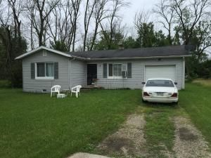 Photo of home for sale at 3551 2nd Avenue, Grove City OH