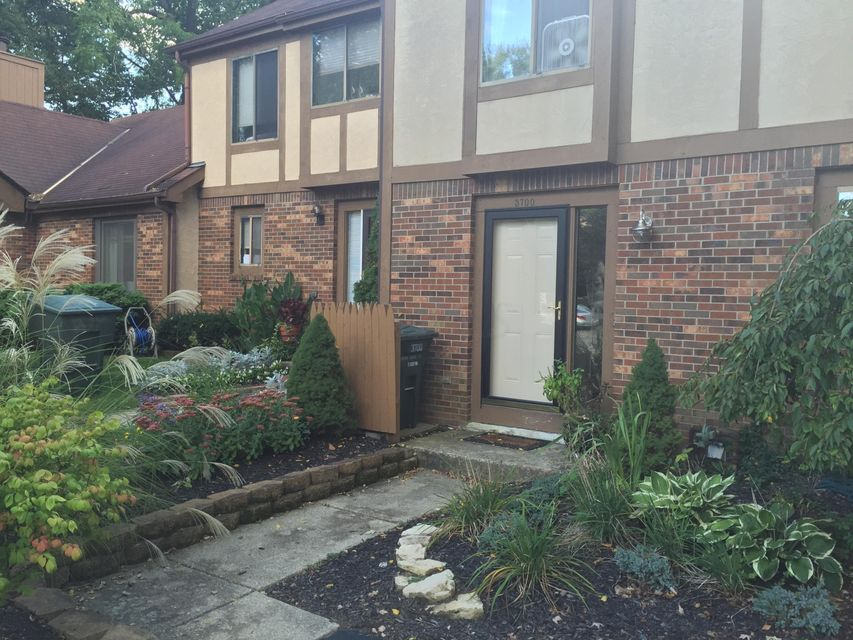 Photo of home for sale at 3700 Canon Ridge Place, Columbus OH