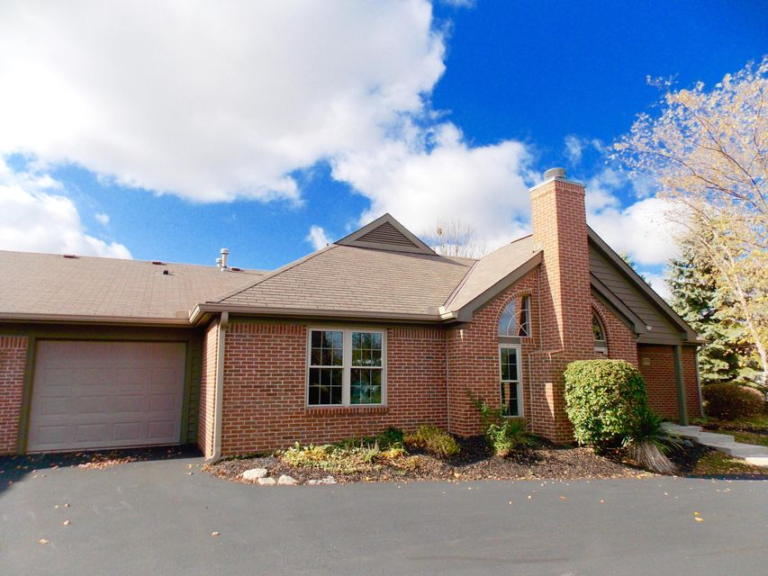 Photo of home for sale at 6770 Heatherstone Loop, Dublin OH
