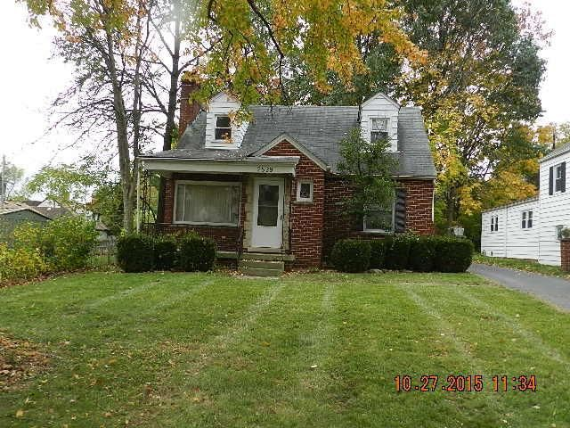 Photo of home for sale at 2529 Dover Road, Columbus OH