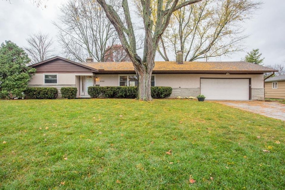 Photo of home for sale at 2122 Nayland Road, Upper Arlington OH