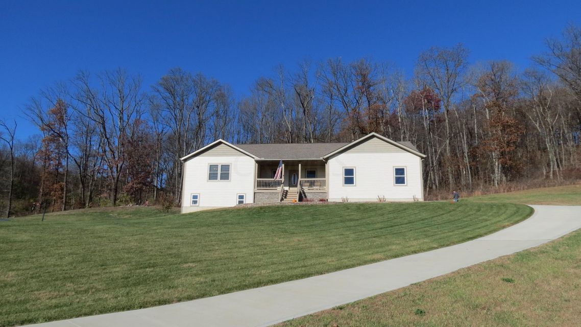 Photo of home for sale at 570 ERIC Drive, Newark OH