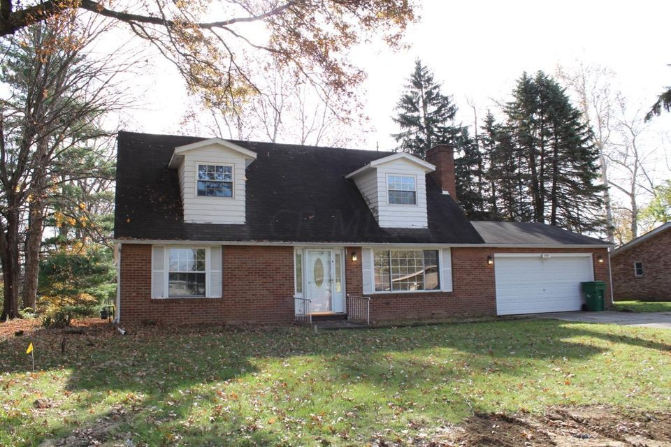 Photo of home for sale at 9589 Circle Drive, Pickerington OH