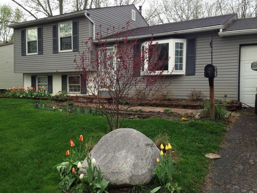 Photo of home for sale at 6037 Paris Boulevard N, Westerville OH