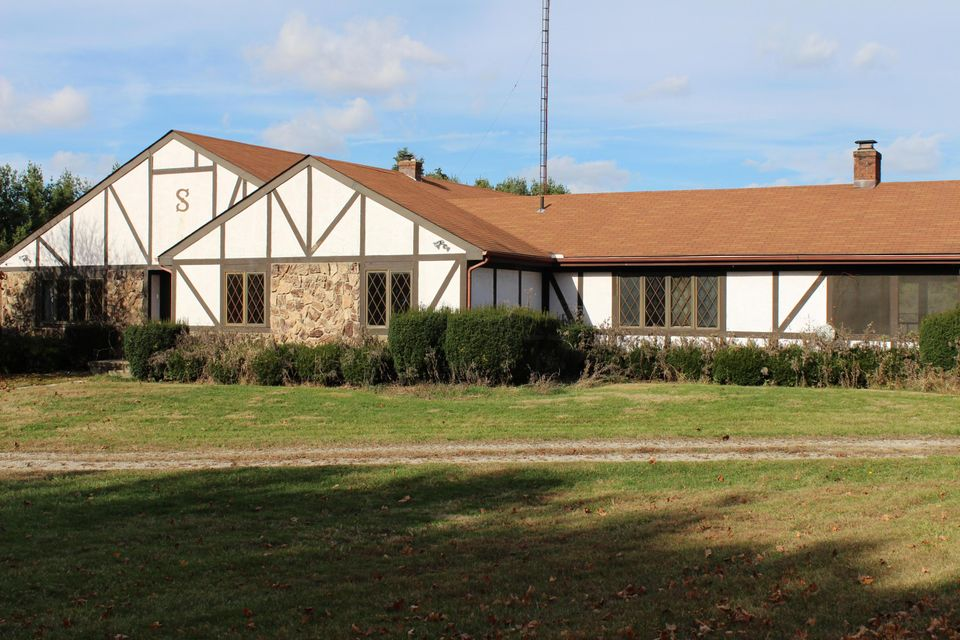 Photo of home for sale at 7140 Fox Run Street, Pickerington OH