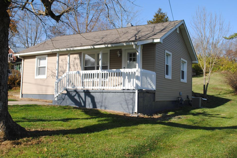 Photo of home for sale at 8225 HARRISBURG Road, Orient OH