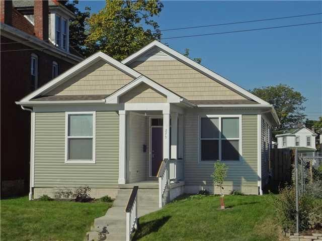 Photo of home for sale at 1353 Lee Avenue, Columbus OH
