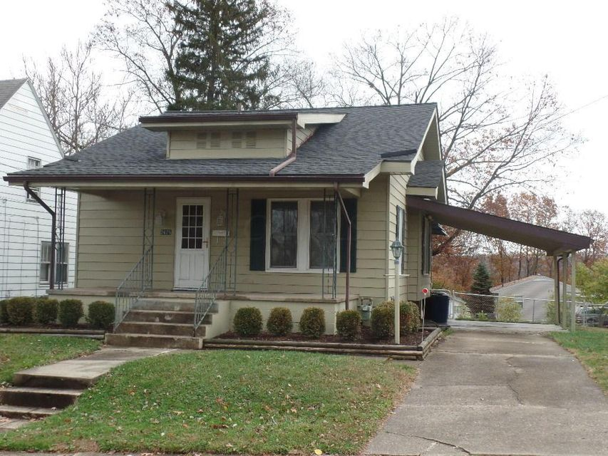Photo of home for sale at 2428 Oakwood Avenue, Zanesville OH