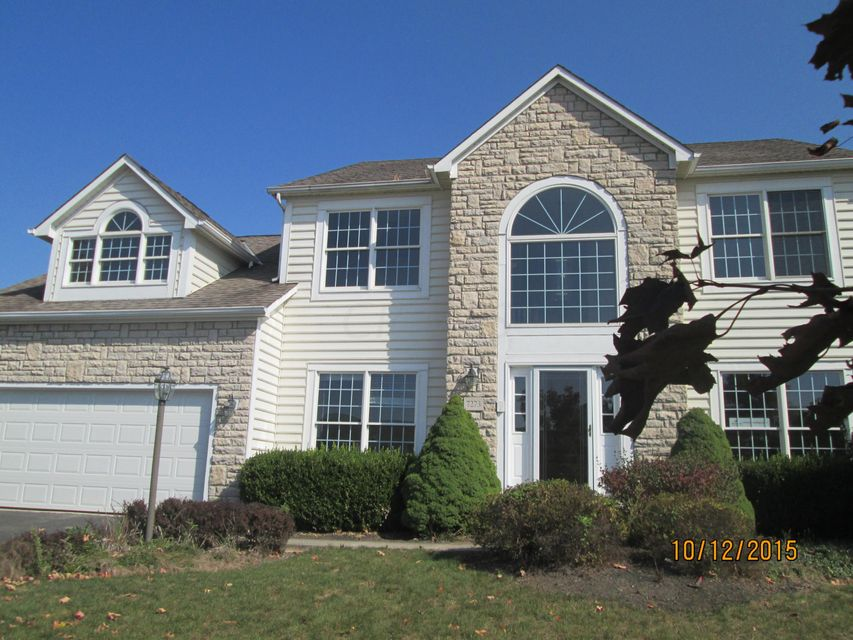 Photo of home for sale at 7273 New Point Place, Powell OH