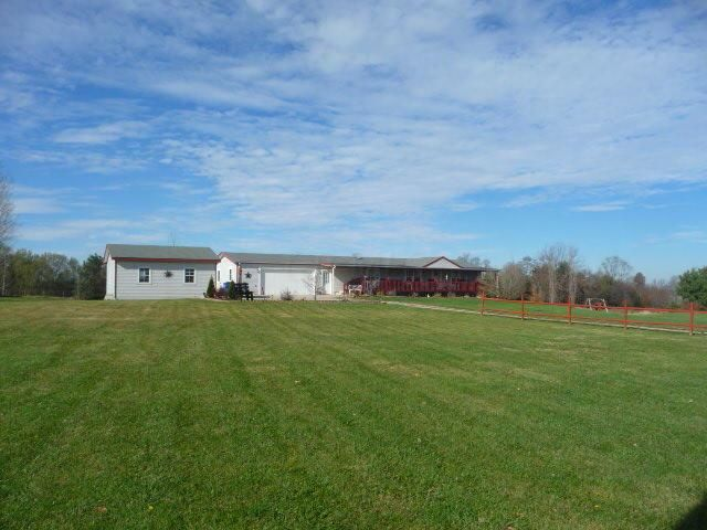 Photo of home for sale at 9675 Lafayette Road NW, Johnstown OH
