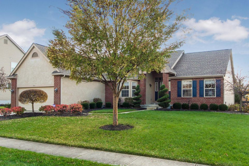 Photo of home for sale at 5957 Carnegie Cove Court, Columbus OH