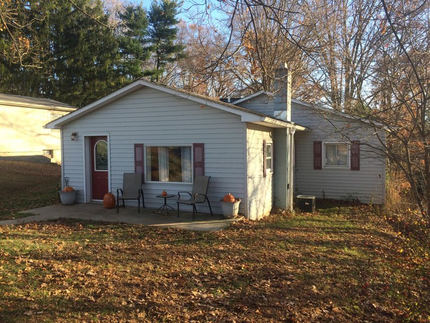 Photo of home for sale at 6880 Dorsey Mill Road SE, Newark OH