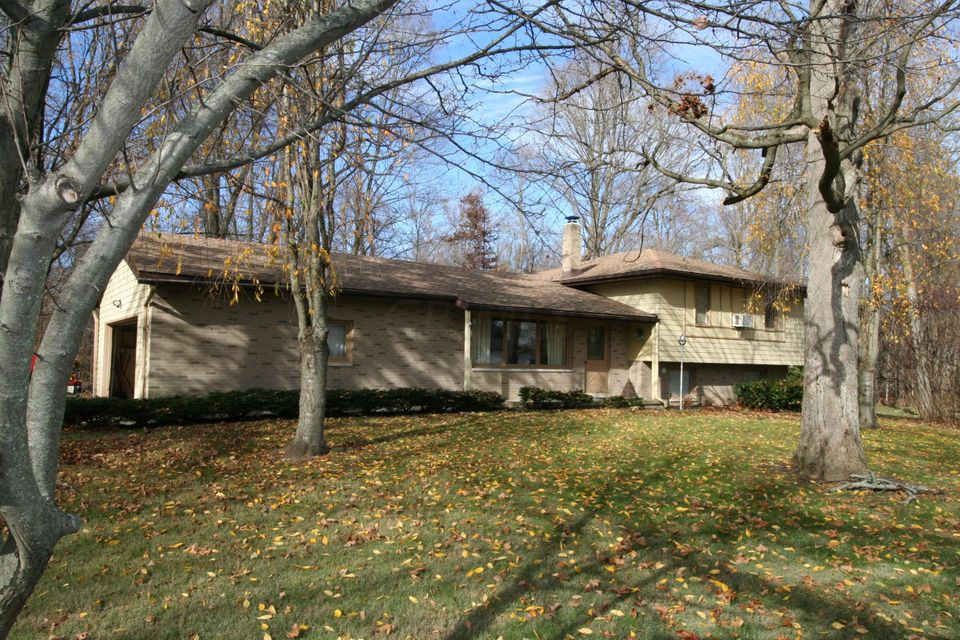 Photo of home for sale at 6414 Holiday Drive, Prospect OH