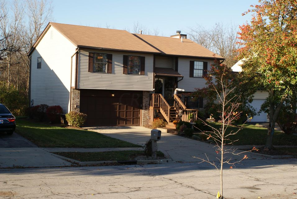 Photo of home for sale at 4364 Hickory Wood Drive, Columbus OH