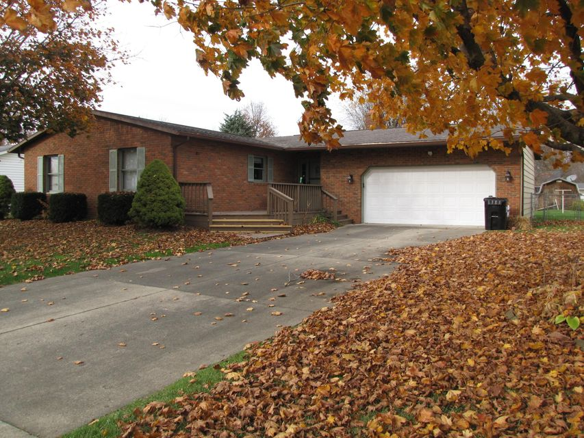 Photo of home for sale at 144 Brenton Drive, Newark OH