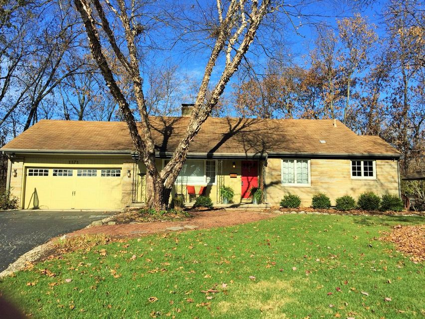 Photo of home for sale at 1171 RIDGEDALE Drive E, Worthington OH