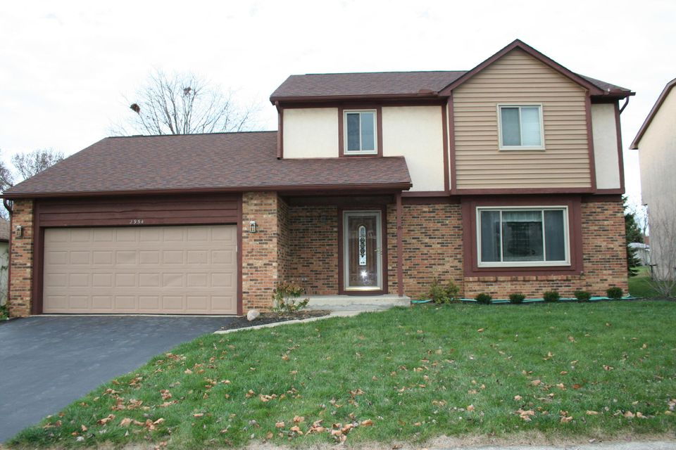 Photo of home for sale at 2954 DYNASTY Drive, Columbus OH