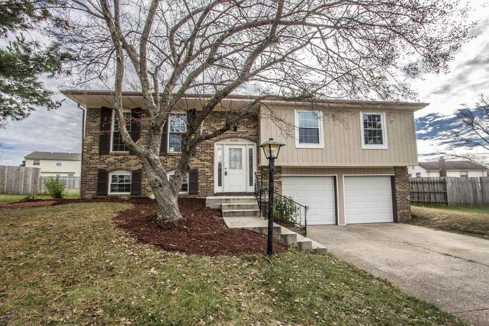 Photo of home for sale at 2196 Leah Lane, Reynoldsburg OH