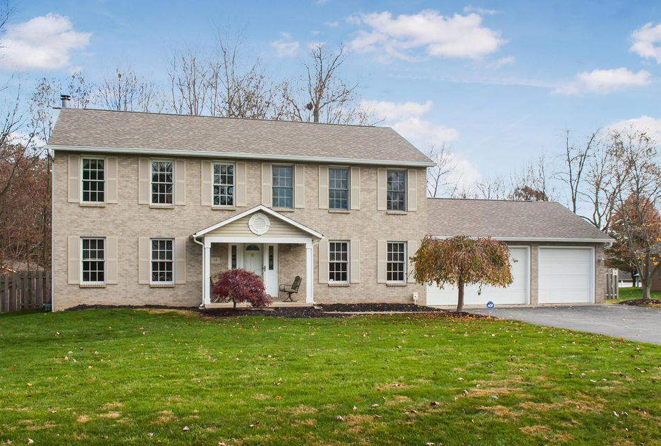 Photo of home for sale at 18 Buckeye Boulevard, Pataskala OH