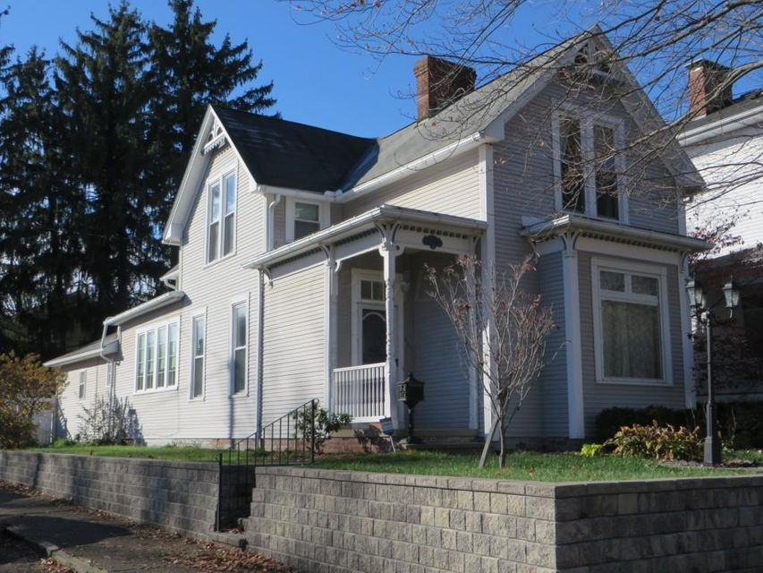 Photo of home for sale at 230 Wheeling Street E, Lancaster OH