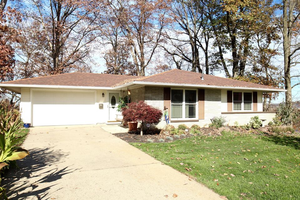 Photo of home for sale at 161 Alameda Court, Lancaster OH