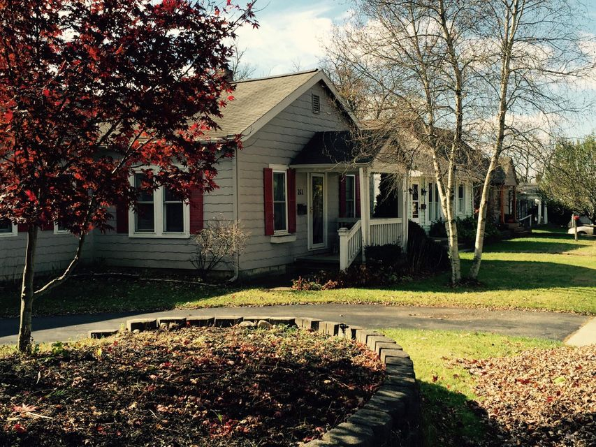 Photo of home for sale at 261 Rosslyn Avenue, Columbus OH