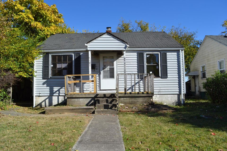 Photo of home for sale at 580 Champion Avenue N, Columbus OH