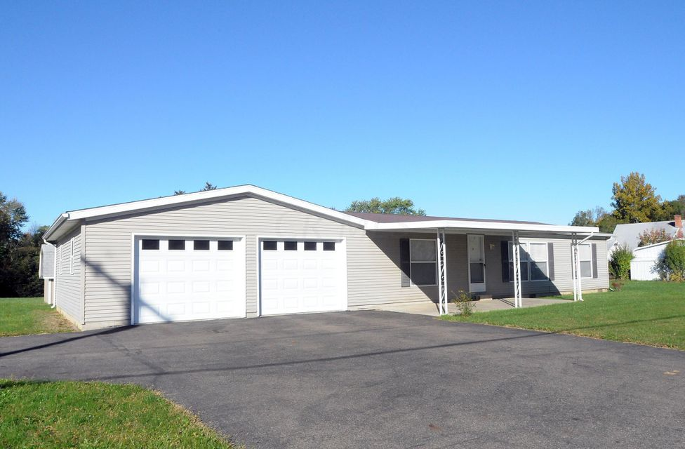 Photo of home for sale at 25 Eastwood Drive, Zanesville OH