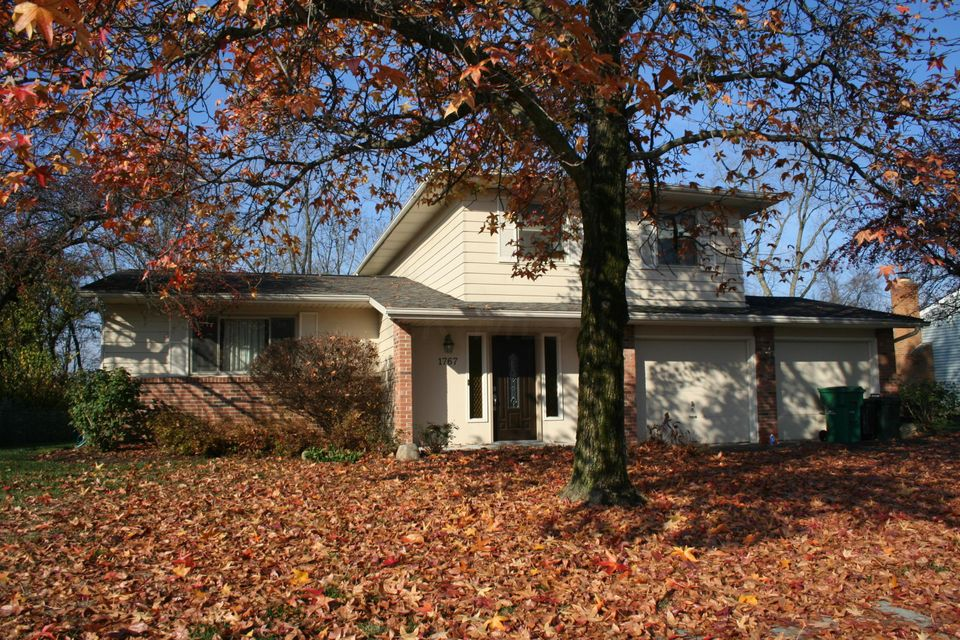 Photo of home for sale at 1767 Hickory Hill Drive, Columbus OH