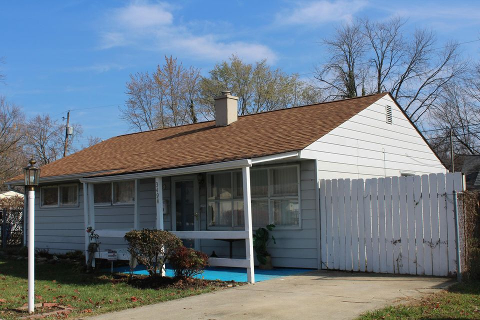 Photo of home for sale at 3498 Homestead Drive, Columbus OH