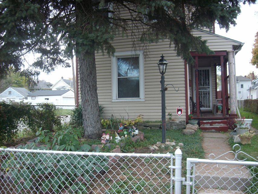 Photo of home for sale at 191 Richardson Avenue S, Columbus OH