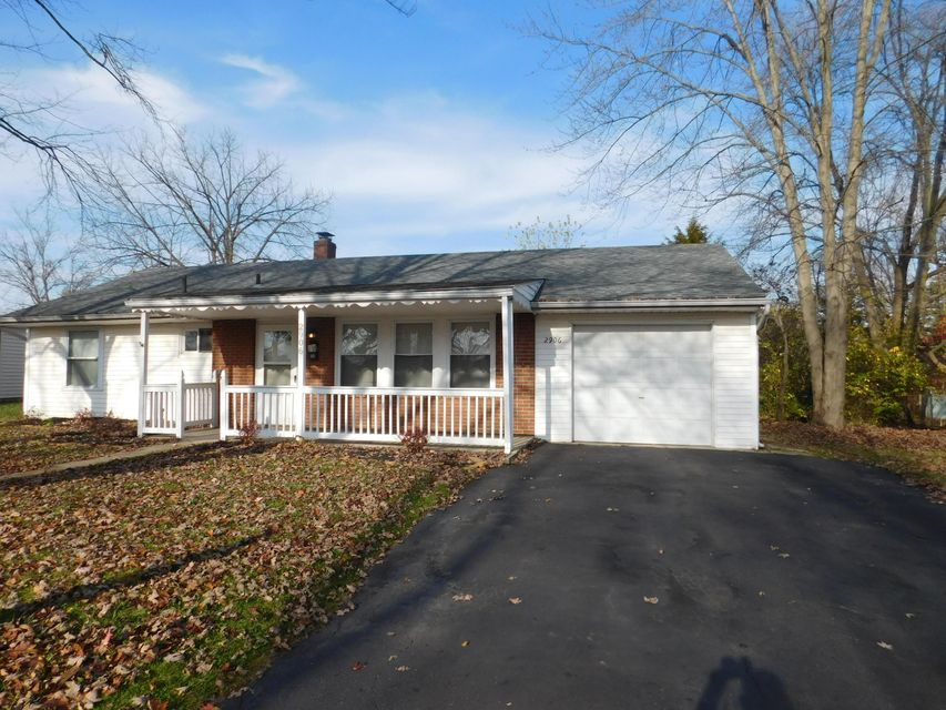 Photo of home for sale at 2906 La Rosa Drive, Grove City OH