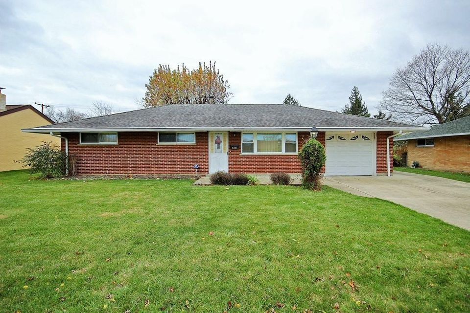Photo of home for sale at 3361 Stephen Drive S, Columbus OH