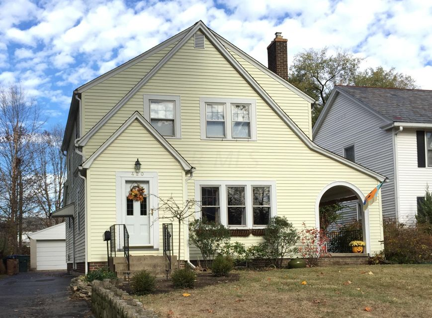 Photo of home for sale at 420 Torrence Road E, Columbus OH