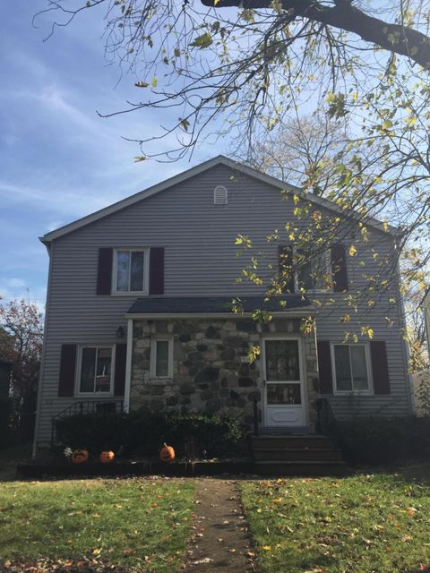 Photo of home for sale at 914 Palmer Road, Grandview Heights OH