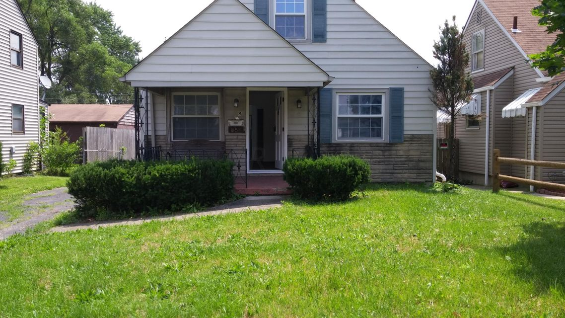 Photo of home for sale at 858 Hague Avenue S, Columbus OH