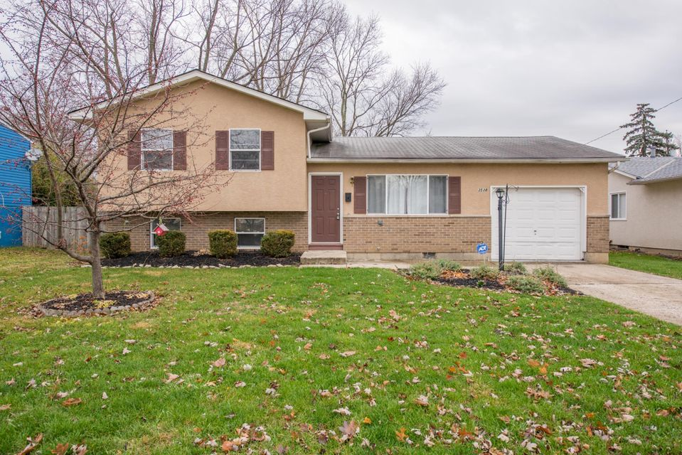 Photo of home for sale at 3538 Devin Road, Grove City OH