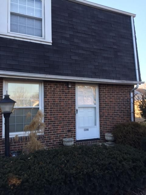 Photo of home for sale at 2390 Hardesty Drive S, Columbus OH