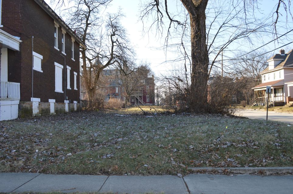 Photo of home for sale at 509 Champion Avenue S, Columbus OH