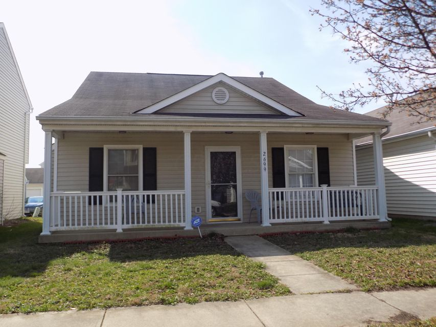 Photo of home for sale at 2699 Patrick Henry Avenue, Columbus OH